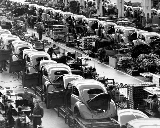 Megható videóval búcsúzik a Volkswagen a Bogártól