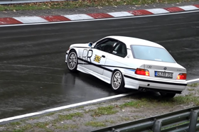 Így csúszkálnak az amatőrök a Nürburgringen – videó