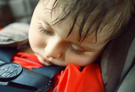 Vétségnek számít, ha nem mented ki a forró autóba zárt gyereket