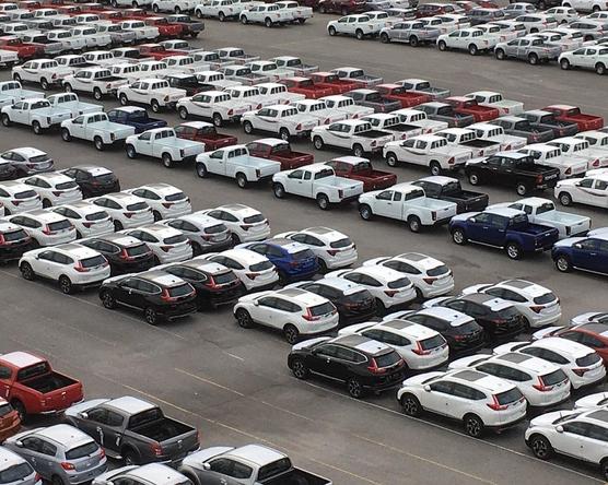A járvány hatására nagyot esett a használt autók importja
