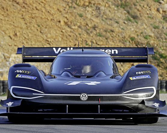 Villanyautóval versenyez a VW a Pikes Peaken