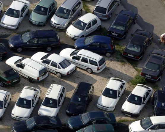 Hivatalos: több mint 14,4 éves az autóállományunk