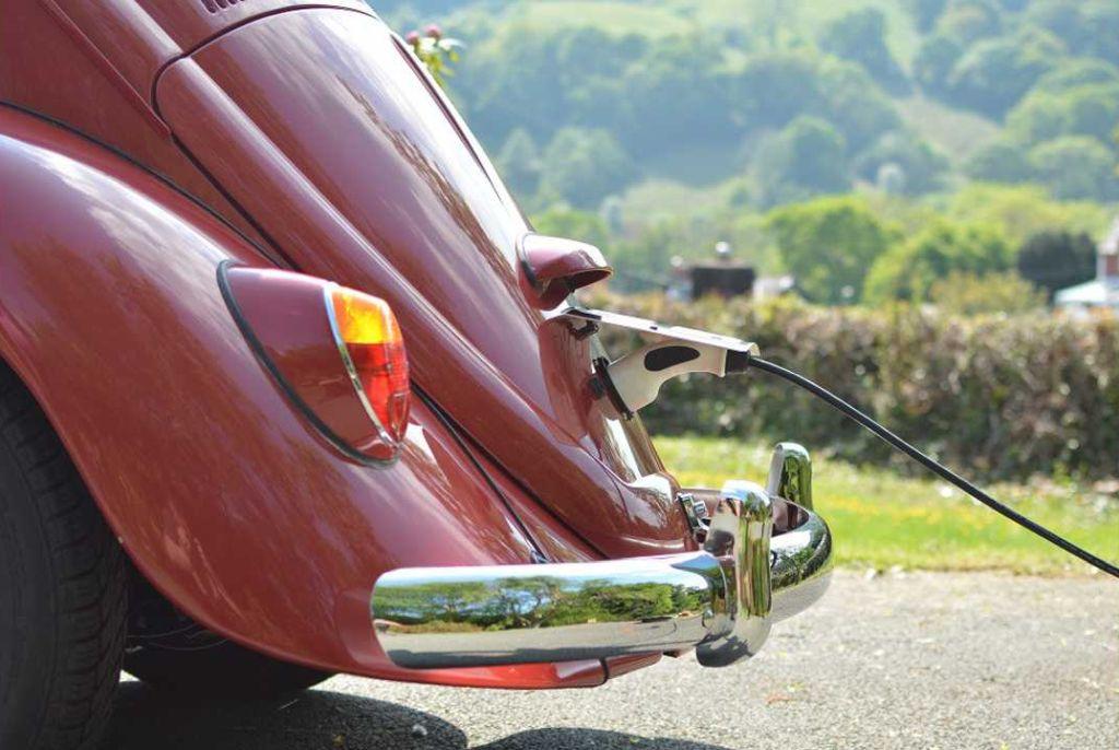 electric-vw-beetle-charging_m.jpg