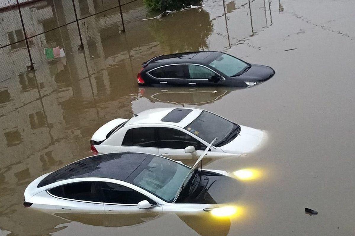eso_tesla-model-3-sumberged-in-flood_m.jpg