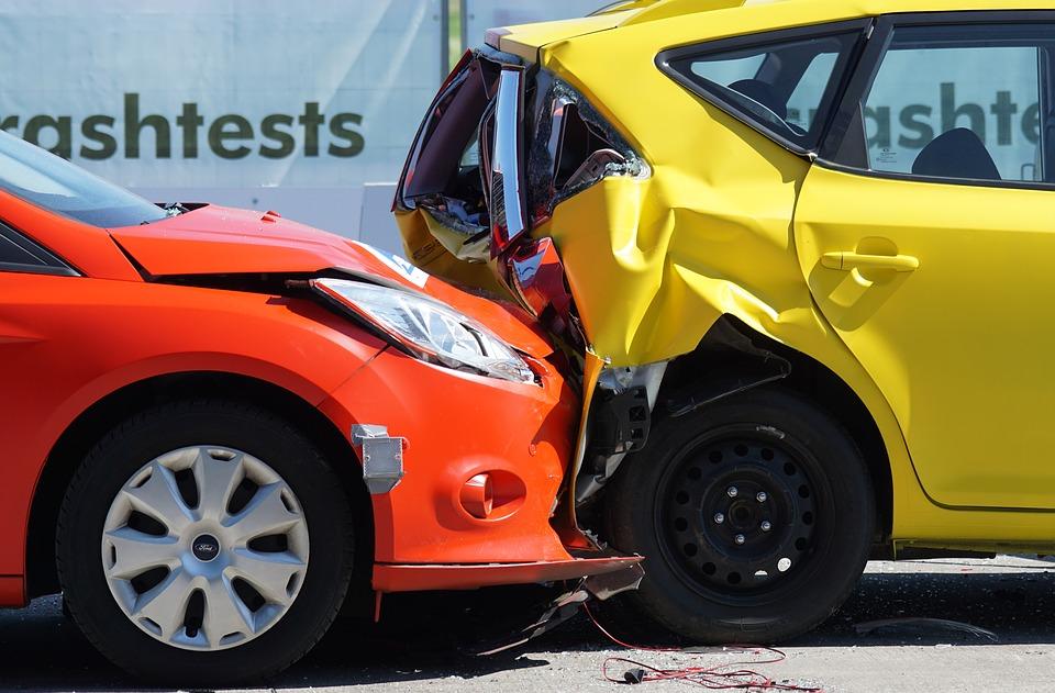 idos-auto-baleset-biztositas.jpg