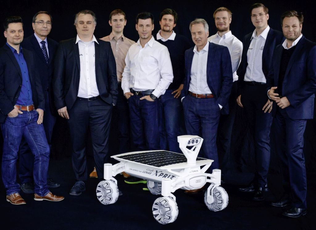PASSION - MISSION TO MOON Passionate support – Audi experts from various different departments are providing the Part-Time Scientists with committed support to make the Audi lunar quattro fit for its journey to the Moon.