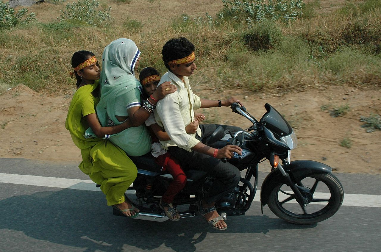 india16_m.jpg