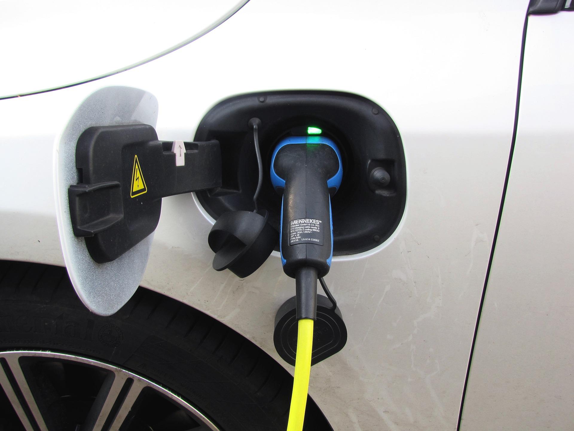 plug-in-hibrid-auto.jpg