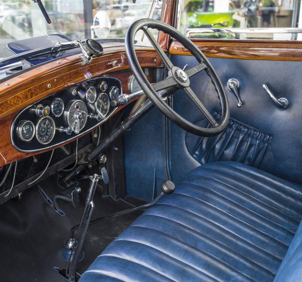 skoda-860-interior_m.jpg