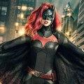 Akció közben láthatjuk Batwomant az Elseworlds crossover legújabb fotóján
