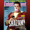 [SDCC 2018] Zachary Levi Shazamként fúj rágóbuborékot az EW címlapján