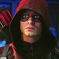'Arrow' 6. évad: Colton Haynes visszatér Roy Harper szerepébe!
