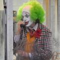 Joaquin Phoenix bohócnak öltözve őrül meg a Joker forgatásán