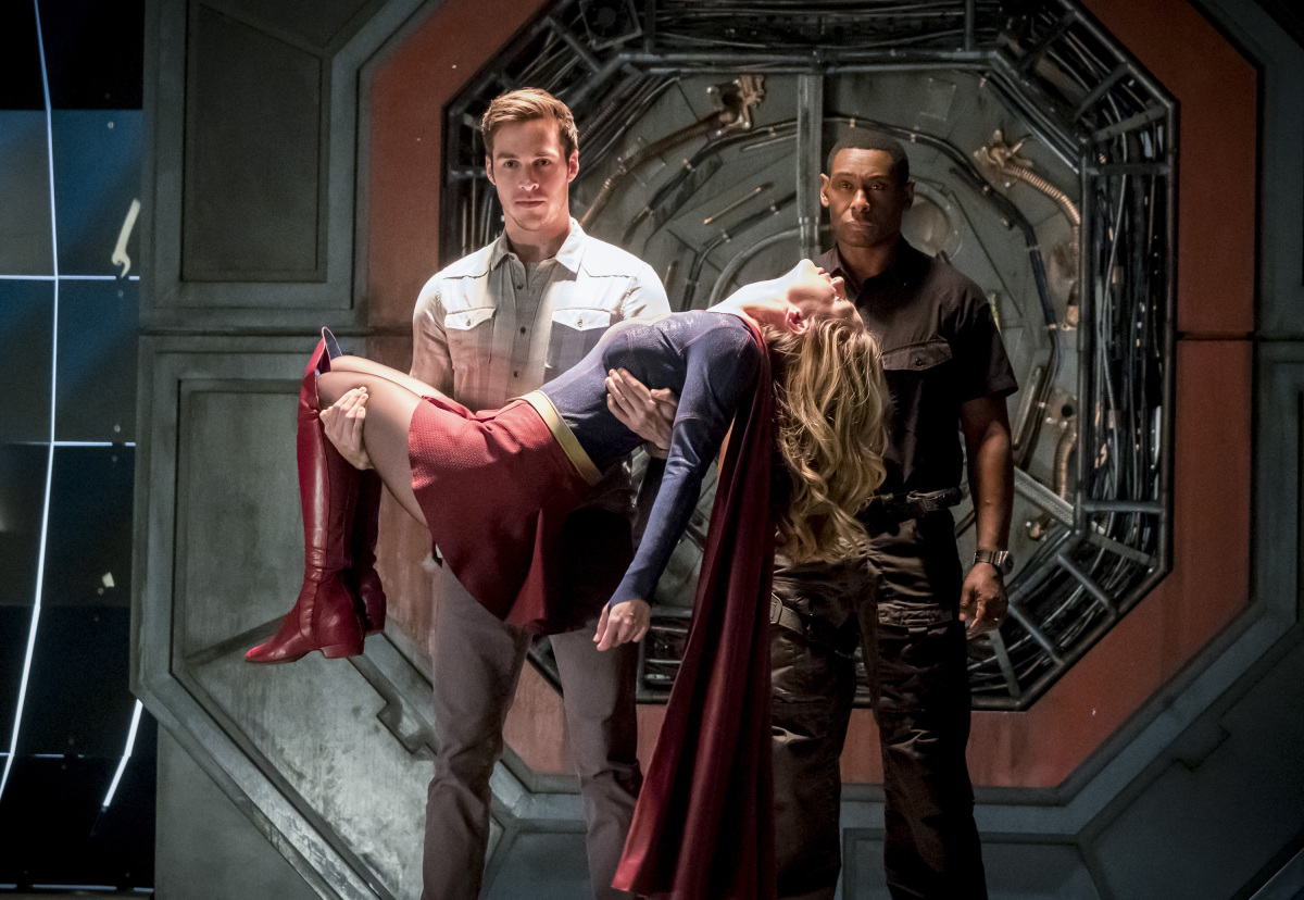 The Flash -- 'Duet' -- FLA317a_0147b.jpg -- Pictured (L-R): Chris Wood as Mike, Melissa Benoist as Kara/Supergirl and David Harewood as Hank Henshaw -- Photo: Katie Yu/The CW -- © 2017 The CW Network, LLC. All rights reserved.