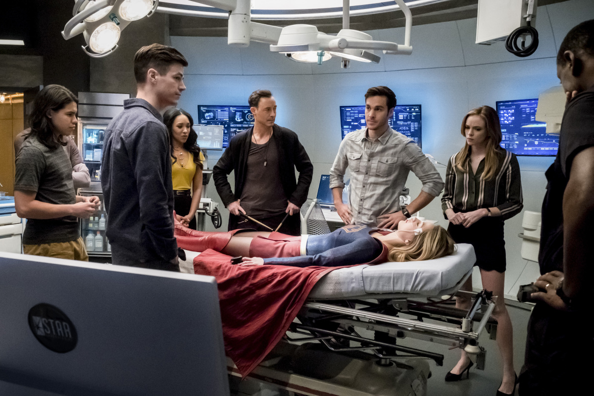The Flash -- 'Duet' -- FLA317a_0178b.jpg -- Pictured (L-R): Carlos Valdes as Cisco Ramon, Grant Gustin as Barry Allen, Candice Patton as Iris West, Tom Cavanagh as Harrison Wells, Chris Wood as Mike, Melissa Benoist as Kara/Supergirl, Danielle Panabaker as Caitlin Snow, and David Harewood as Hank Henshaw -- Photo: Katie Yu/The CW -- © 2017 The CW Network, LLC. All rights reserved.