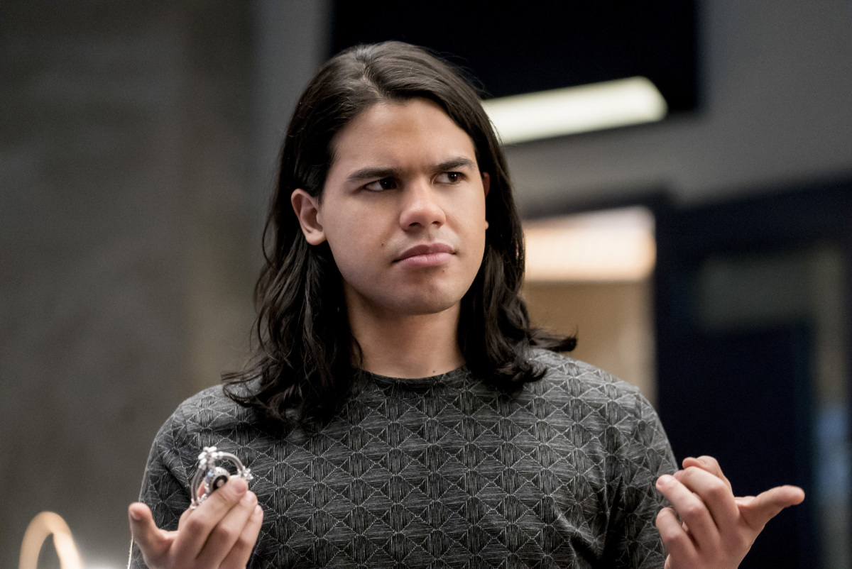 The Flash -- 'Duet' -- FLA317a_0237b.jpg -- Pictured: Carlos Valdes as Cisco Ramon -- Photo: Katie Yu/The CW -- © 2017 The CW Network, LLC. All rights reserved.