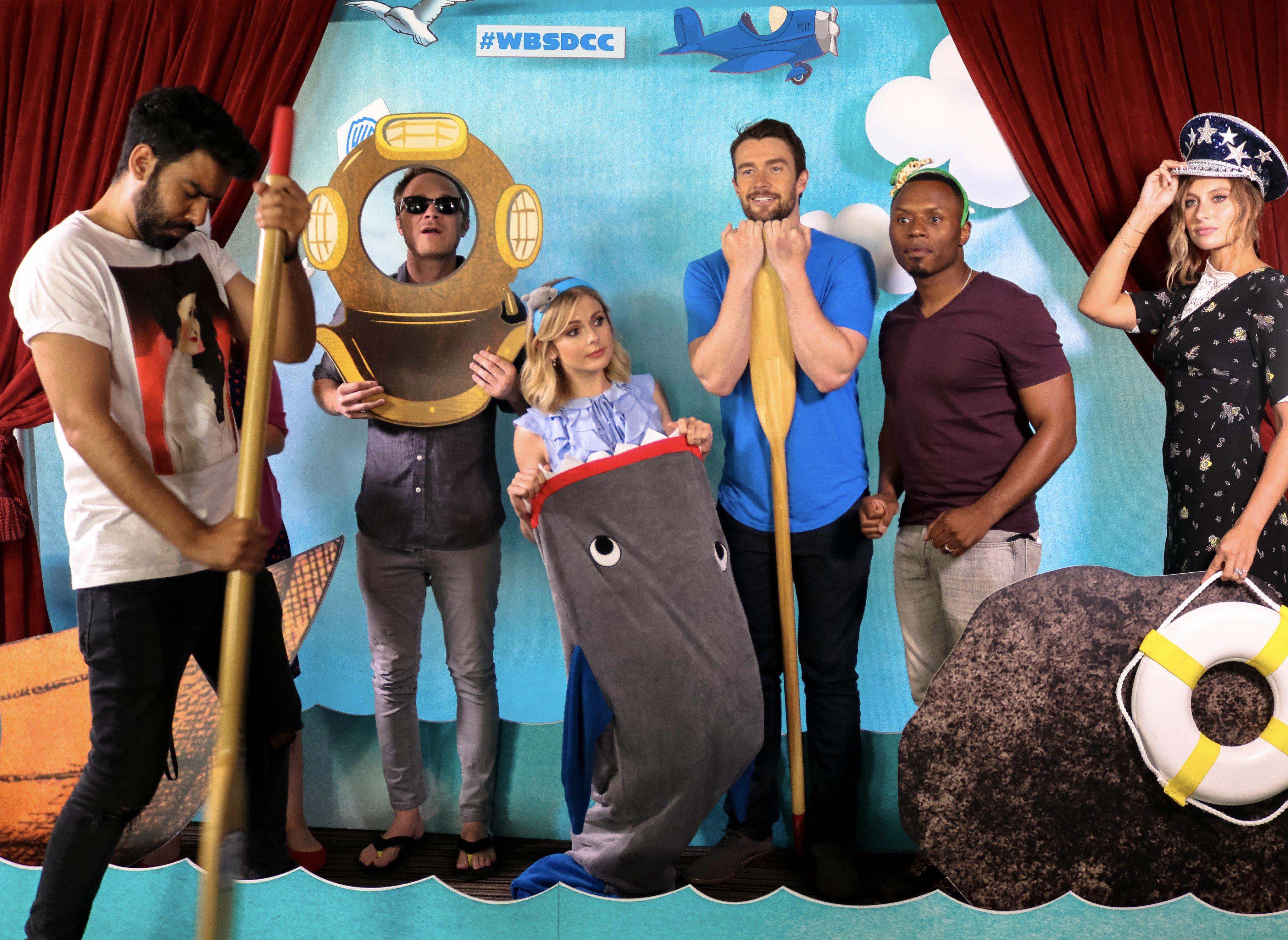 Az iZombie szereplői egy kis tengerparti mókázást csaptak a Warner Bros. jachtján a 2017-es Comic-Con péntekén, július 21-én.