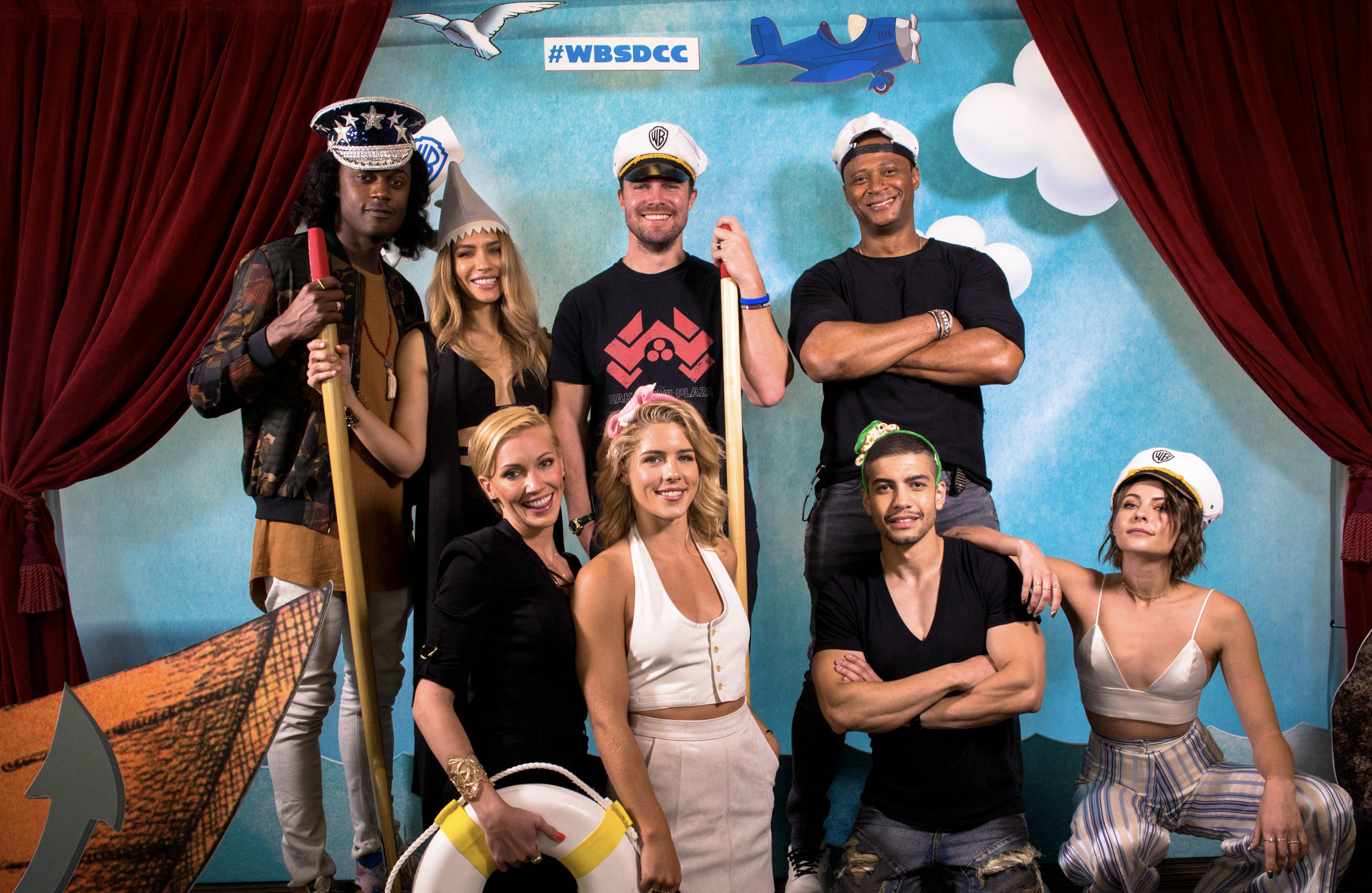 Az ARROW szereplőgárdája elfoglalta a Warner Bros. jachtját a 2017-es Comic-Con szombatján, július 22-én.