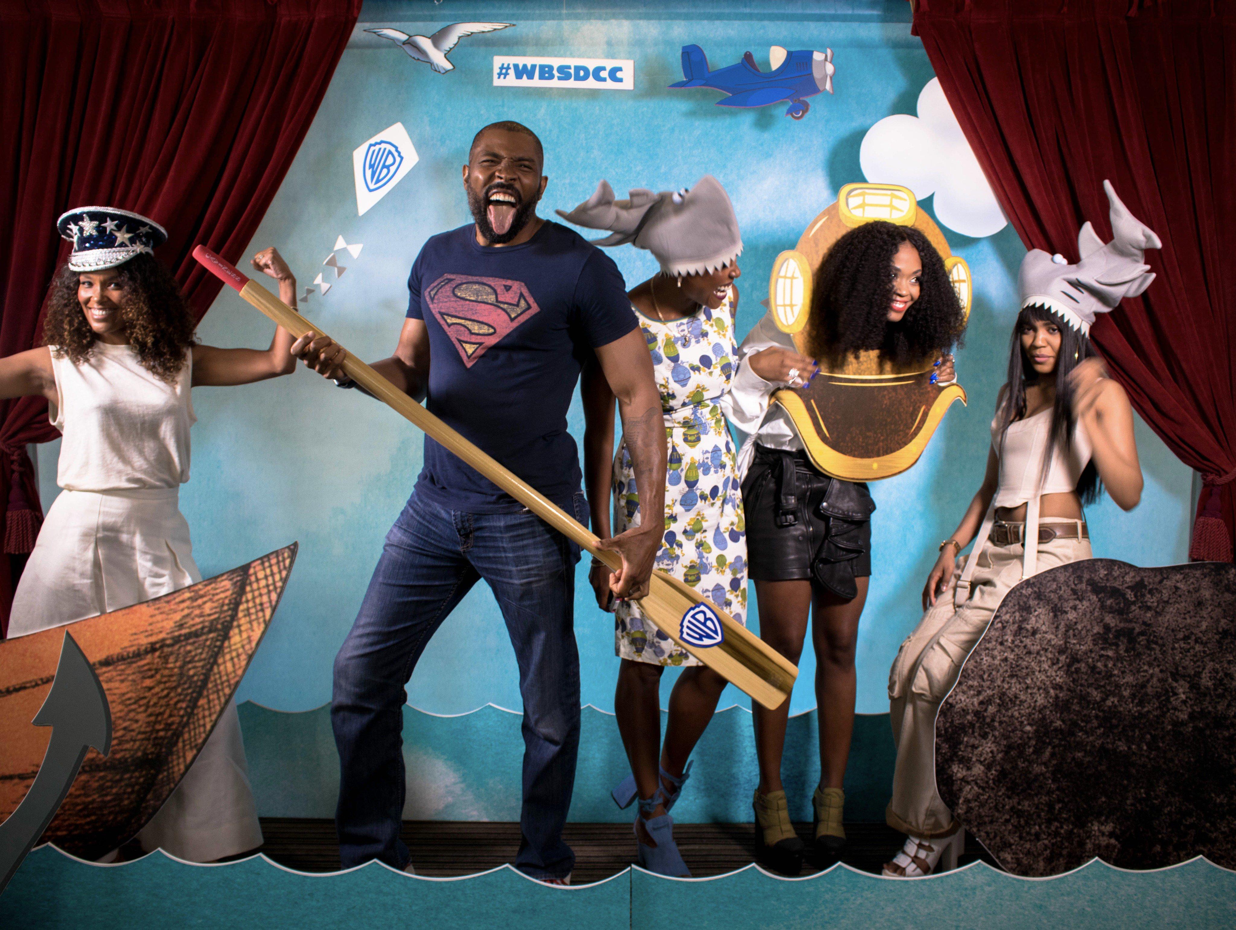 A BLACK LIGHTNING szereplői a jókedvüket is magukkal hozták a Warner Bros. jachtjára a 2017-es Comic-Con szombatján, július 22-én.