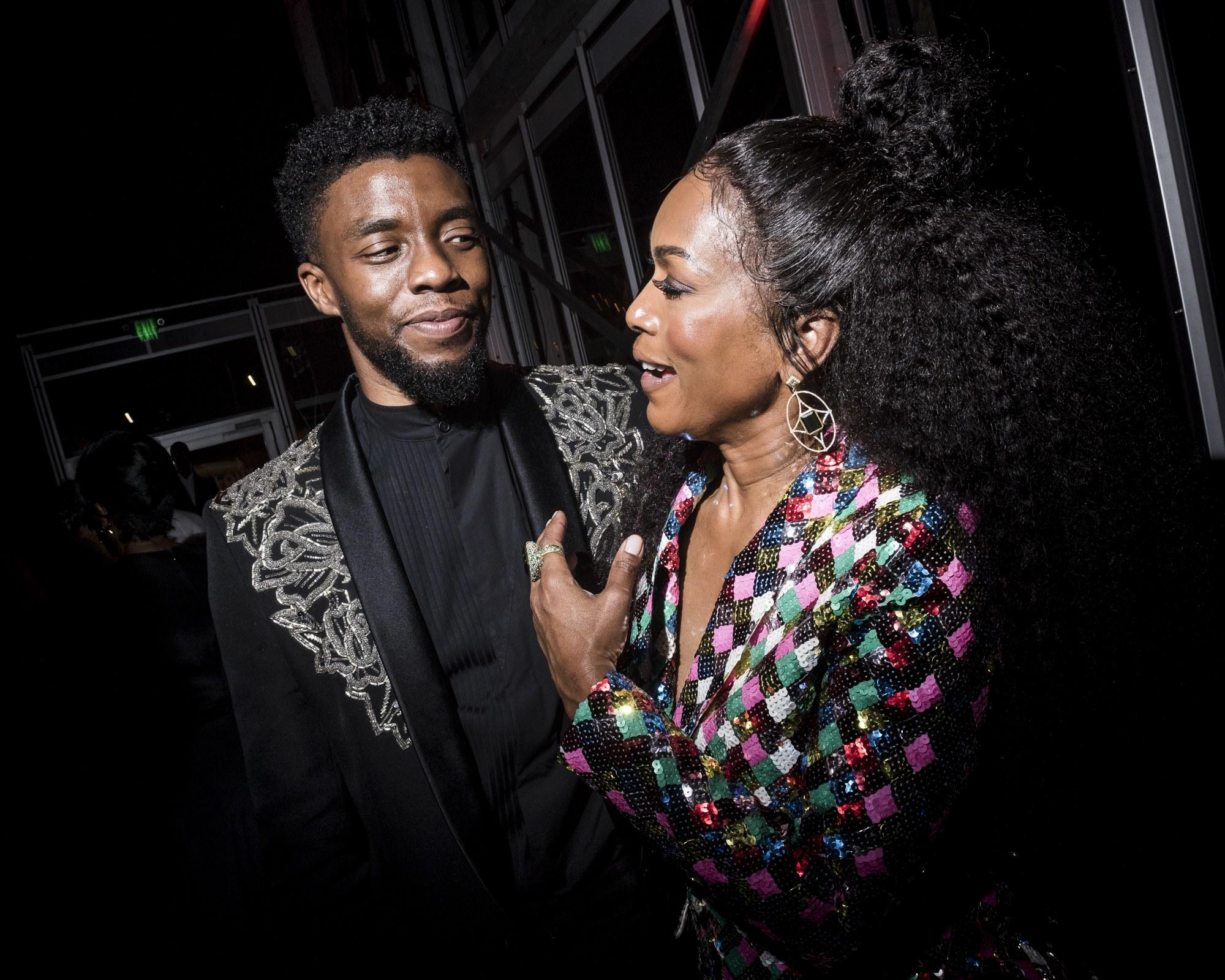 Chadwick Boseman és Angela Bassett