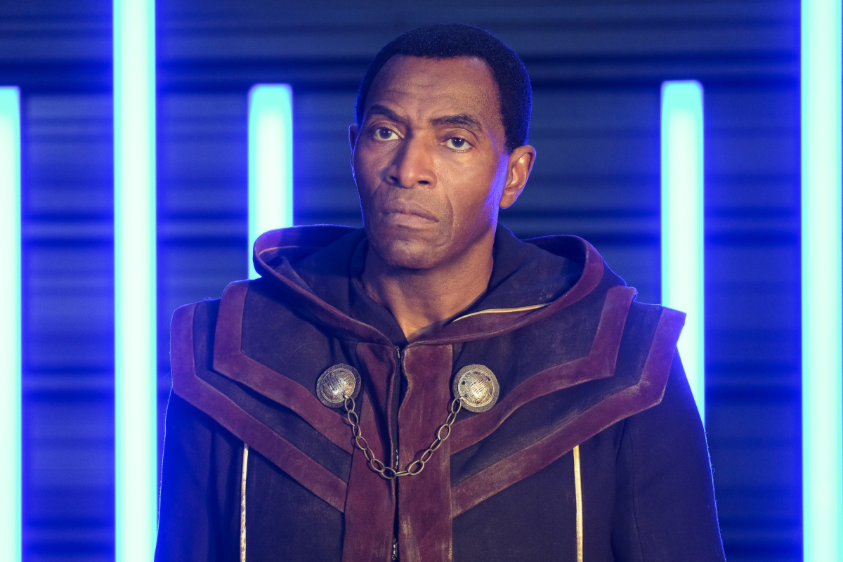 Supergirl -- 'In Search of Lost Time' -- Image Number: SPG315a_0144.jpg -- Pictured: Carl Lumbly as Myr'nn J'onzz -- Photo: Robert Falconer/The CW -- © 2018 The CW Network, LLC. All Rights Reserved.