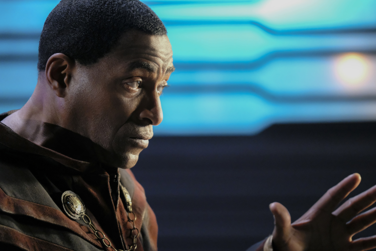 Supergirl -- 'In Search of Lost Time' -- Image Number: SPG315a_0192.jpg -- Pictured: Carl Lumbly as Myr'nn J'onzz -- Photo: Robert Falconer/The CW -- © 2018 The CW Network, LLC. All Rights Reserved.