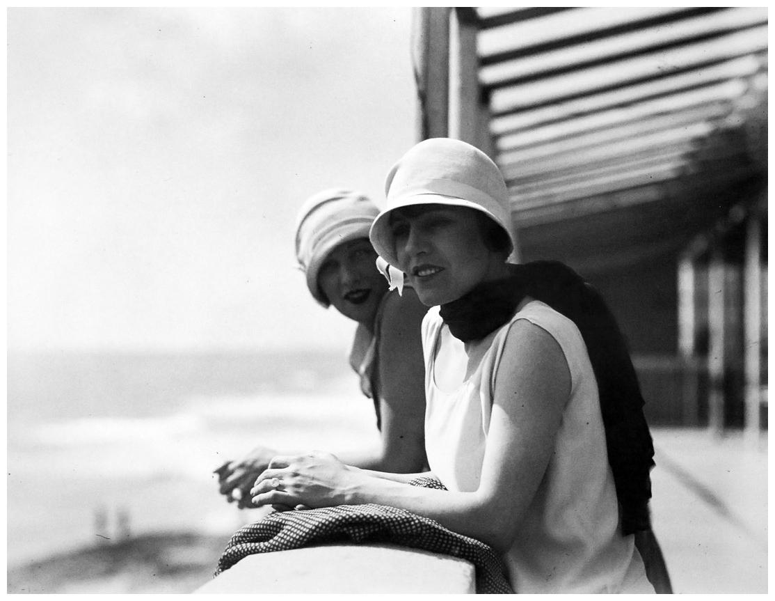 jacques-henri-lartigue-ivonne-y-bibi-royan-1926.jpg