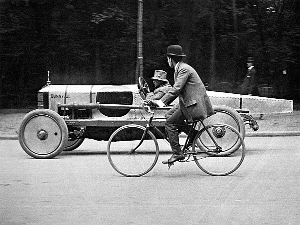 lartigue-automobile-1912-granger.jpg