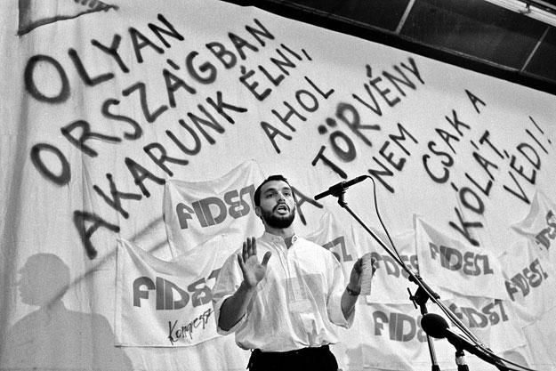 orban_viktor_es_a_fidesz_szlogenje_1989_oktober_14-en_nol.jpg
