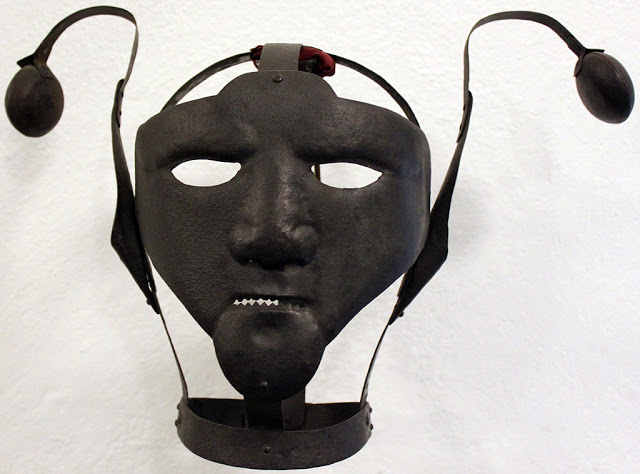 Scold kantár - a maszk, amit nők büntetésére használtak
