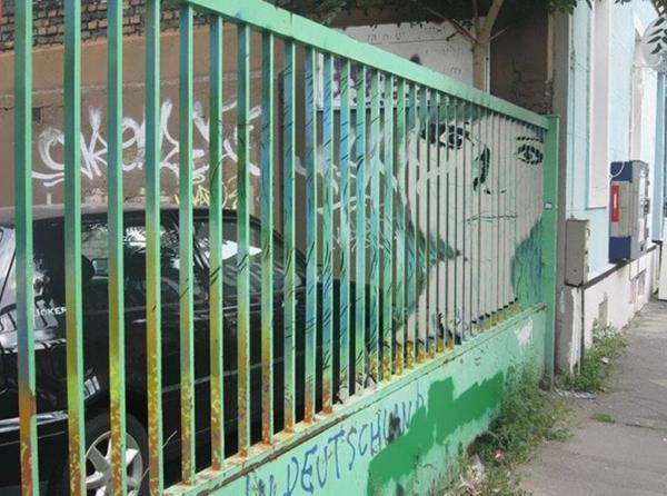 Hidden-Railing-Street-Art4-640x476.jpg