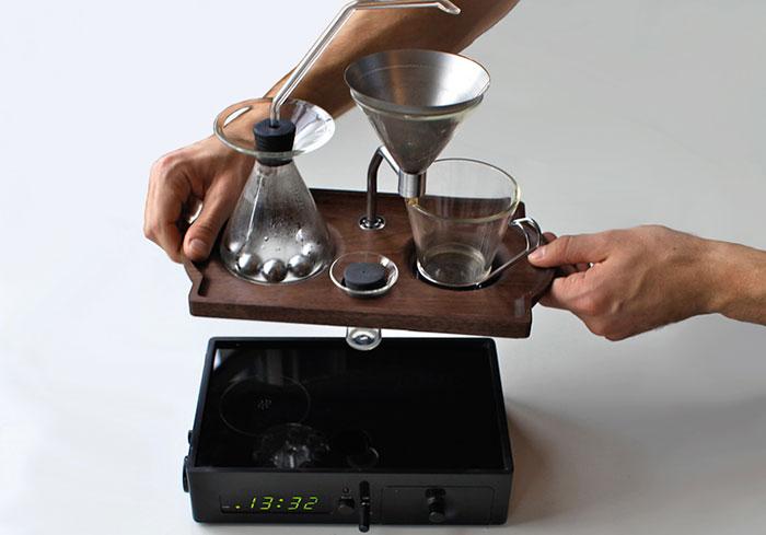 barisieur-coffee-maker-alarm-clock-joshua-renouf-13.jpg