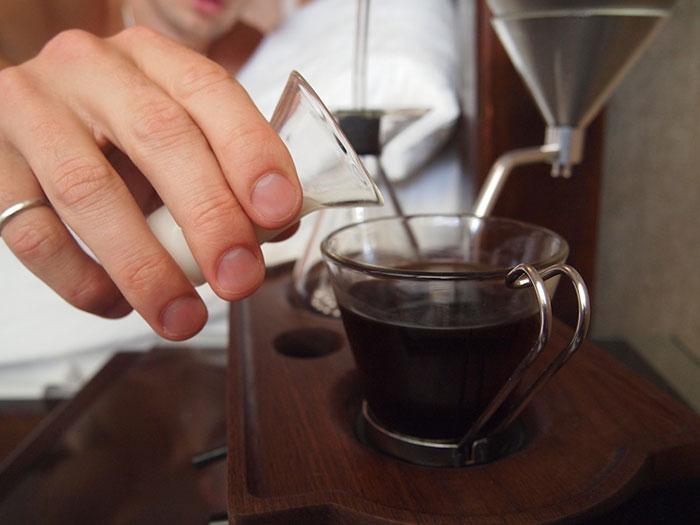 barisieur-coffee-maker-alarm-clock-joshua-renouf-2.jpg