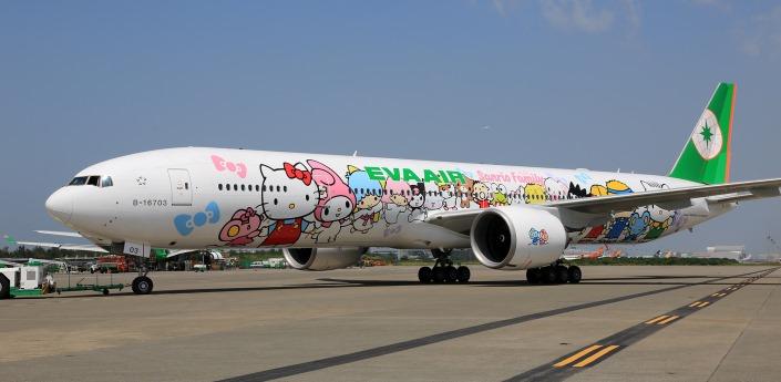 777-hello-kitty-jets-22_tcm33-19893.jpg