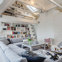 Térnövelő ötletek egy stockholmi tetőtérben