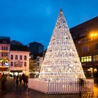 Belgiumban így csinálják: óriás karácsonyfa tányérokból
