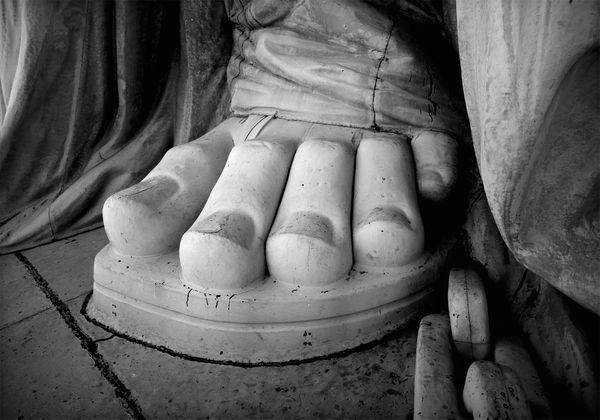 statue-liberty-chained-feet_10255_600x450.jpg