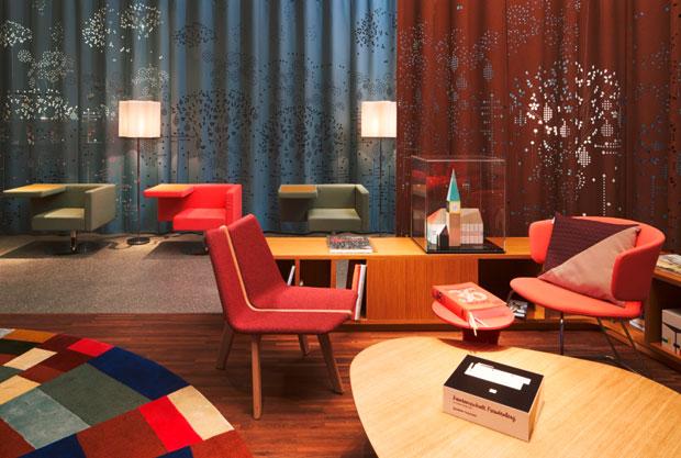 függöny könyvtár templom Stabiles asztal Taormina szék Alias és fotel Solitaire Di Offect.jpg