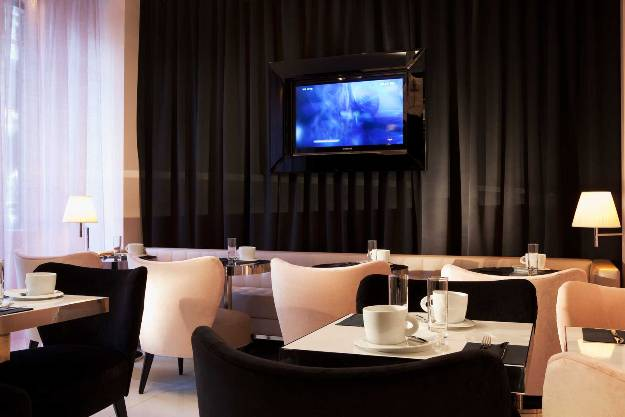 first-hotel-photo-bielsa-salle-dejeuner-02-10-md-1688x1126.jpg