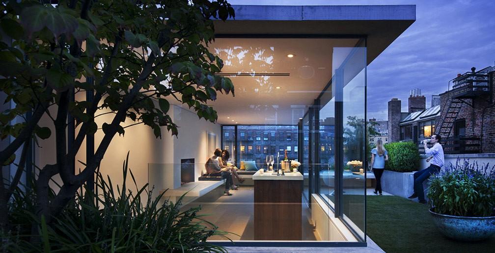 rooftop-garden-w-bar1.jpg