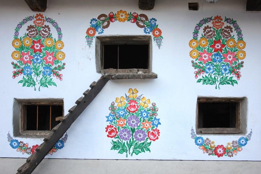 polish-village-floral-paintings-zalipie20-5892ebb68f381_880.jpg