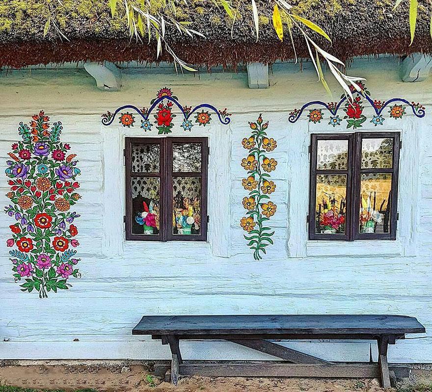 polish-village-floral-paintings-zalipie32-5892f442d49d1_880.jpg