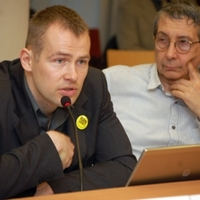 márciusi testületi ülés: Keményedő viták, felemás eredmények