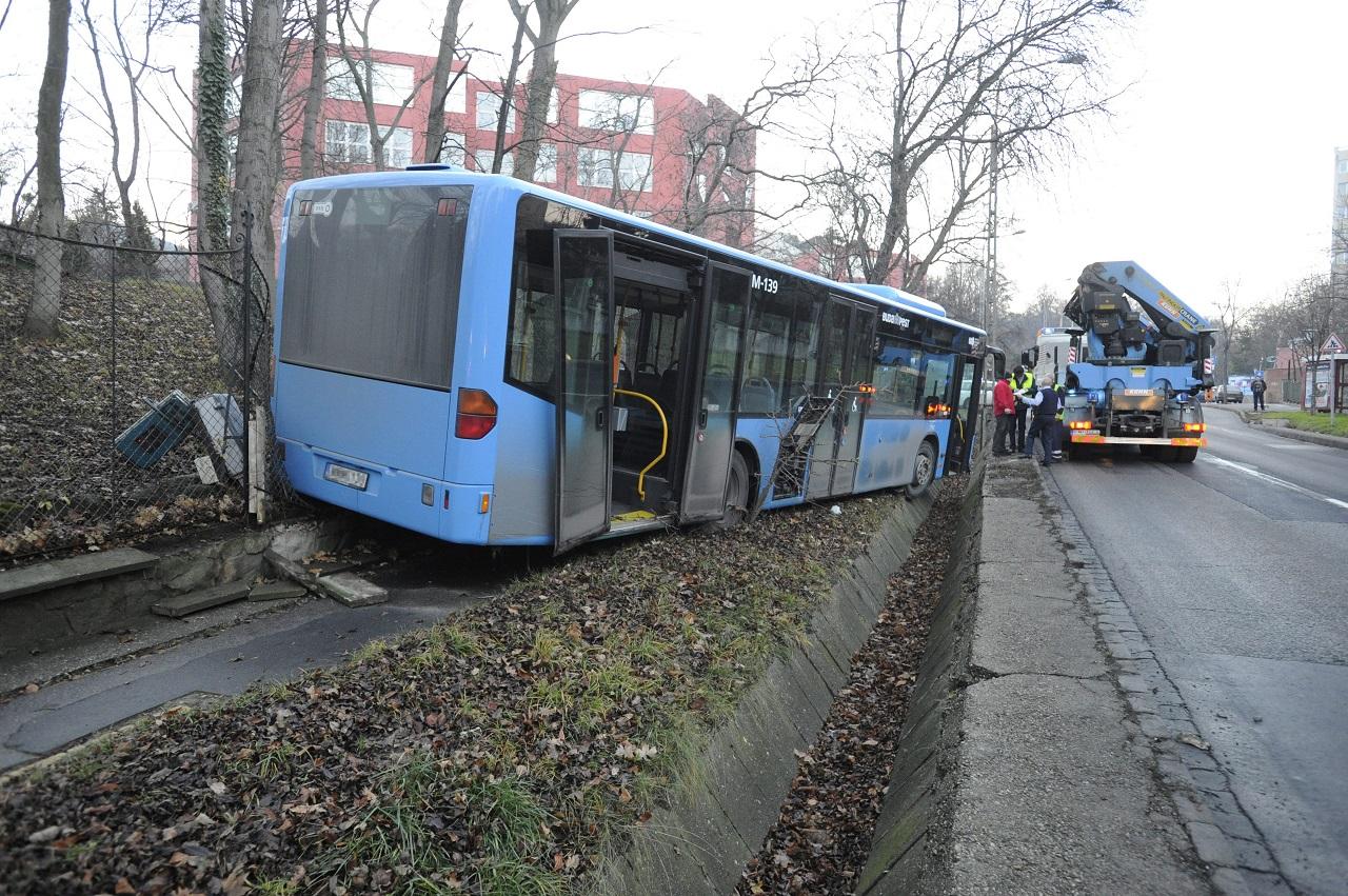 bkv-busz-kicsúszott.jpg
