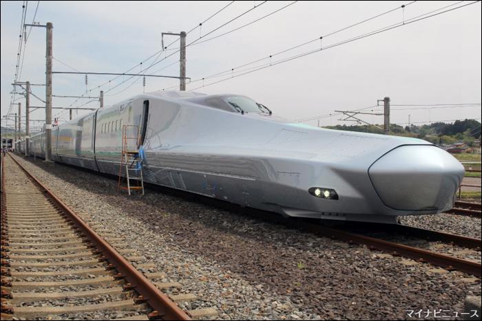 """A JR East legújabb, 2019 tavaszán bemutatott kísérleti motorvonatának, az """"ALFA-X""""-nek a Tokyo felé néző, 1-es számú vezérlőkocsija. (Forrás: Mynavi News)"""