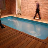 Tíz centis hullámzó mélység - Leandro Erlich kamumedencéje