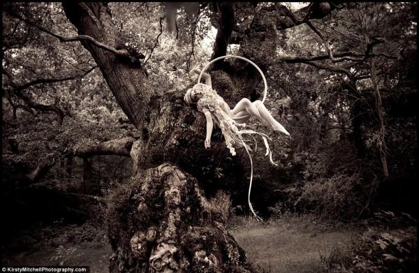 Kirsty-Mitchells-Wonderland-Pictures-08-600x391.jpg