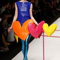 Harsogó színek és formák
