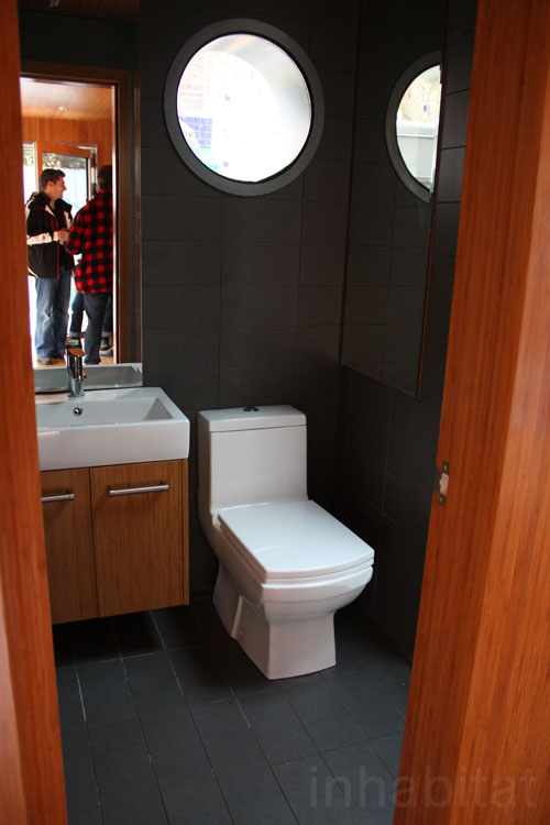 2013-06-20_shipping container home, NYC_6.jpg