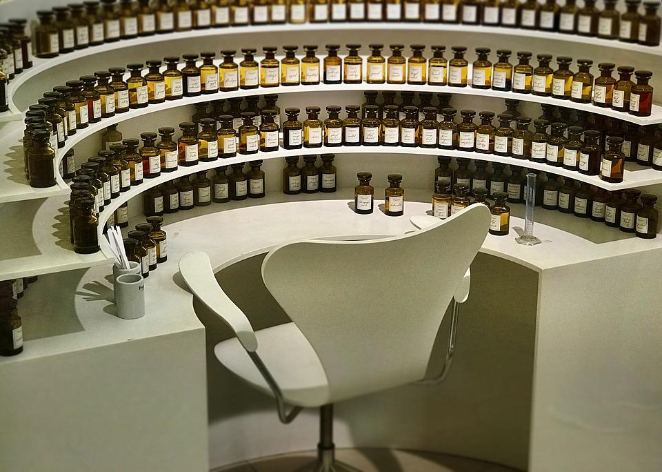 perfume-1794111_960_720.jpg
